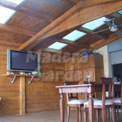 porche de madera con cercha
